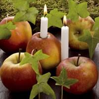 3955 - Apples and candles