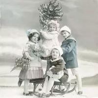 5524 - Children with Christmas Tree